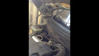 видео Провалилась педаль сцепления ВАЗ-2110, тросик целый: причины