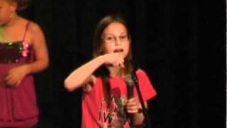 Eline zingt mama is morgen van mij met Faust Theater kinderkoor