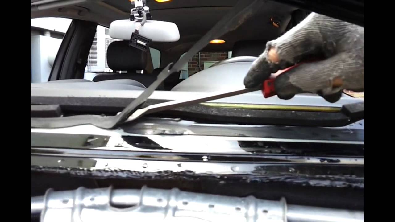 How A Windshield Is Removed And Installed One Way