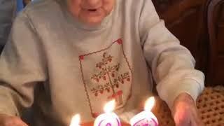 IV│老奶奶噴假牙。
