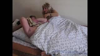 А любовница в постели даже не испугалась и не стала прятаться. Мини Юморини.
