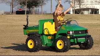 Toy Tractor Videos for Children - Peg Perego John Deere Gator at the Park