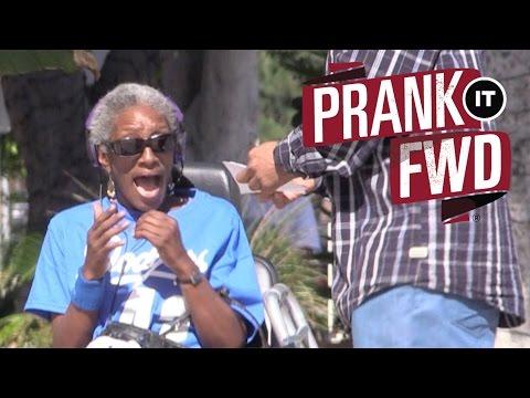 It Pays to Be Friendly! $$$ #PrankItFWD