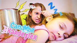 Çocuk oyun videosu Canavar Kardeşler birbirini uyutmuyorlar