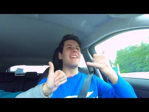 Luì in macchina con SUA SORELLA!