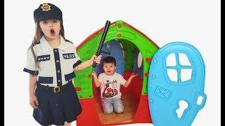 Richard and Dominika play with Police video for kids