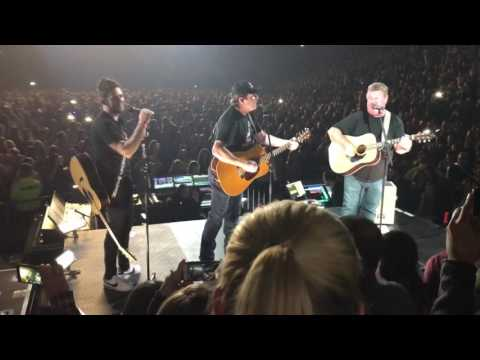 Joe Diffie sings Pickup Man live with Thomas Rhett Peoria Illinois
