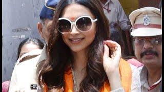Piku Actress Deepika Padukone visits Siddhivinayak Temple | Bollywood News 2015