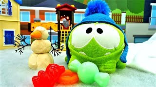 Игры Ам Няма - Видео с игрушками - Ам Ням катается с горки