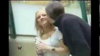 エスカレーターで女性に突然キス  ドッキリ Kissing Funny Pranks