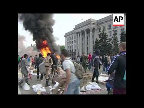 4:3 Pro-govt activists burn pro-Russian tents; clashes, efforts to save those in burning building