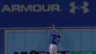 NYY@TOR: Davis dazzles with leaping grab at the wall