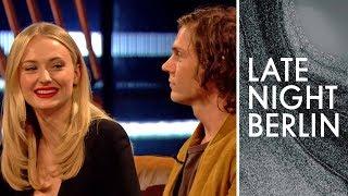 Sophie Turner spricht über den Kaffeebecher-Fail in Game of Thrones | Late Night Berlin | ProSieben