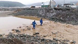 Скачать Поисково спасательная операция МЧС на месте прорыва дамбы