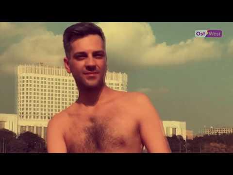 «Голая Москва»: 20 обнаженных геев в центре столицы России