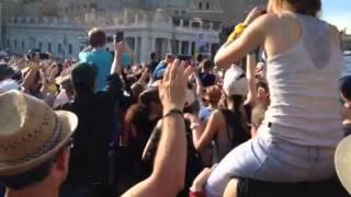 Video Passage du pape François au milieu de la foule download MP3, 3GP, MP4, WEBM, AVI, FLV November 2017