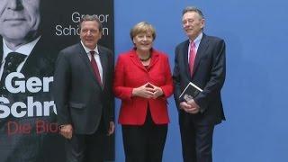 Merkel stellt Gerhard Schröder-Biografie vor: Ein bisschen Lob und Respekt