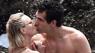ROBIN WRIGHT AND BOYFRIEND -- KISSING IN CAPRI