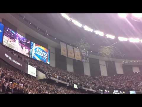 NFL - Kickoff 2010 Saints banner drop & Bress led Whodat chant!