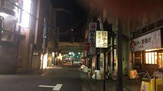 大阪を1人歩く男