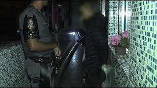 """Jovem traficante cai no choro ao ser flagrado com drogas: """"Não é meu"""""""