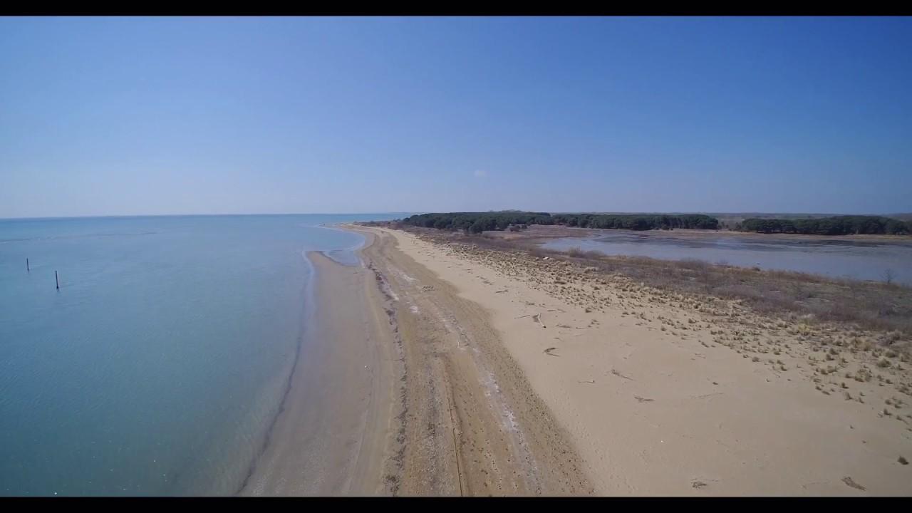 Matrimonio Spiaggia Caorle : Laguna di caorle spiaggia brussa youtube