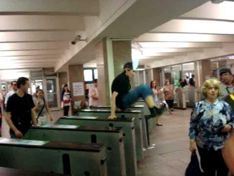 Ушастый флешмоб В метро