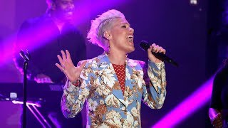 Download lagu P nk Performs Walk Me Home for the First Time on TV