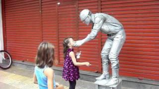 kayra estatua viva