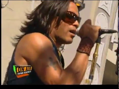 Lenny Kravitz Are you gonna go my way (On Air With Ryan Seacrest)