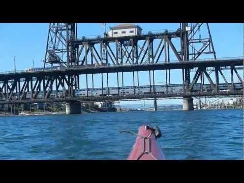Kayaking Willamette River : 9 Bridges of Portland