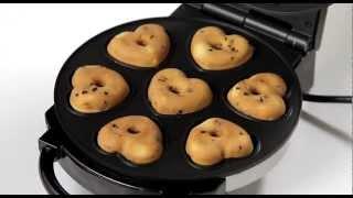 Repeat youtube video VerasuTV: ทำโดนัทช็อกโกแลตชิพ เคลือบหน้าช็อกโกแลตด้วยเครื่องอบโดนัทรูปหัวใจ/ Heart Donut Maker