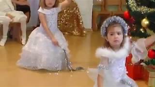 Танец Снежинок на Новогоднем утреннике в детском саду