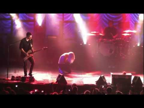"""Paramore- Hayley Sings Her Heart Out: """"Miracle Outro"""" (HD) Live in Philadelphia on October 17, 2009"""