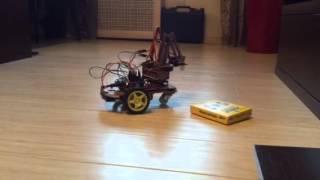 робот манипулятор на шасси
