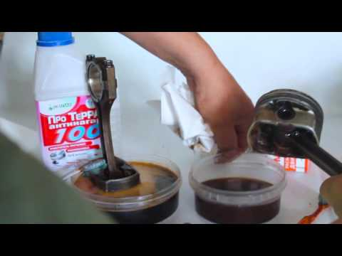 Dissolving carbon buildup from pistons