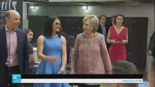 لقاء يثير الشكوك بين هيلاري وبيل كلينتون