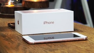 iPhone 7 Unboxing and First Look! (Strange Home Button)