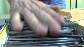 Рекордсмен Книги рекордов Гиннесса Александр бьет новый рекорд.