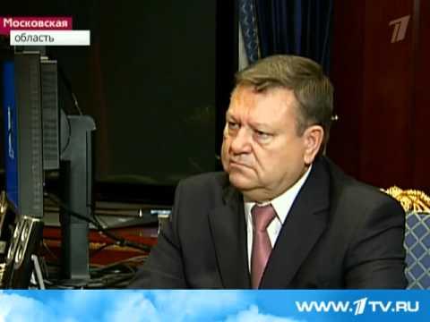 Президент Медведев встретился с Сердюковым по земле