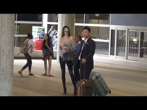 PREMIUM EXCLUSIVE: Kendall Jenner Tries To Go Incognito In Tight Jeans And Braless At LAX thumbnail