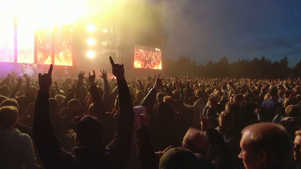 Avenged Sevenfold - INSANE Circle Pit - Rockfest 2018 - YouTube