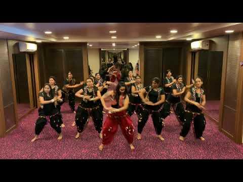Radhe Radhe || Dream Girl || BOLLYWOOD DANCE With Garba Twist Fitness Routine ||