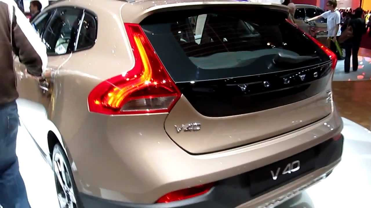 Volvo V40 Cross Country opening tailgate and checking the trunk - YouTube