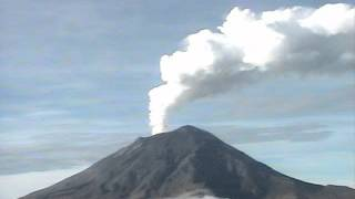 Popocatépetl volcano (with eruptions and dense smoke) - Puebla, Mexico (time-lapse) - July 04, 2012