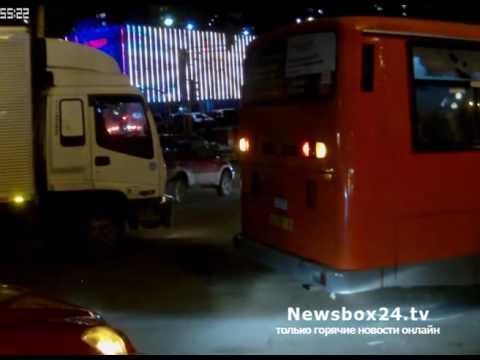 Во Владивостоке автобус собрал в кучу несколько машин