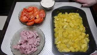 Кабачки с помидорами колбасой под сыром в духовке