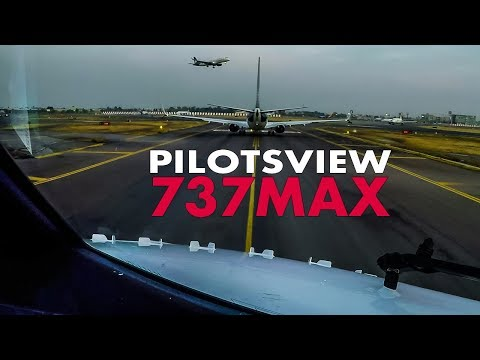 Pilotsview BOEING 737MAX at Mexico City