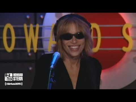 Carly Simon Sings a Medley of Her Hit Songs Live on the Stern ...