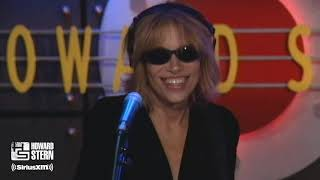 Carly Simon Sings a Medley of Her Hit Songs Live on the Stern Show (2002)
